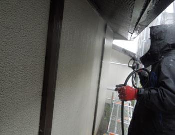 壁高圧洗浄作業