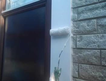 窓枠モール下塗り